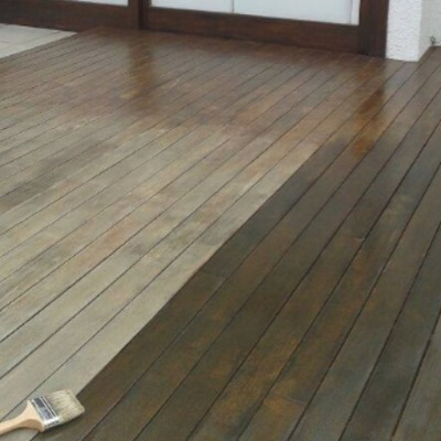 barnizado de suelo de terraza