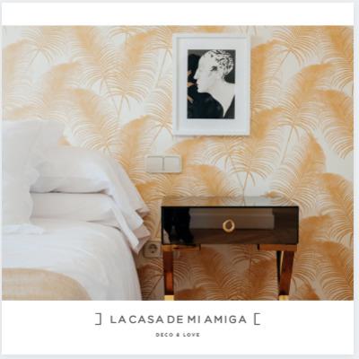 dormitorio con papel papel pintado