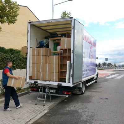 carga de muebles y cajas