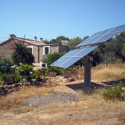 Casa con instalación fotovoltaica