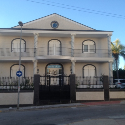 Casa con mallorquinas y pilares redondos