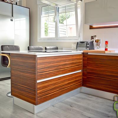 Cocina casa de madera mixta dos plantas