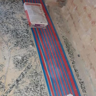 instalación de calefacción de agua con obra por el suelo