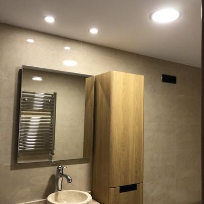 Instalación de luces de led y mecanismos en vivienda