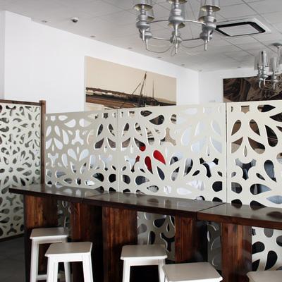 Celosía separación en salón de restaurante