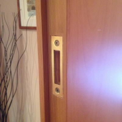 Cerradura puerta habitación