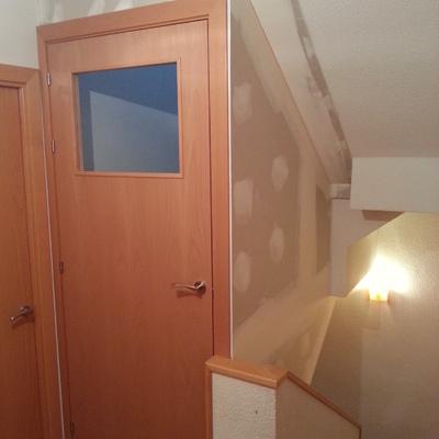 Cerramiento de pladur y colocacion de puerta