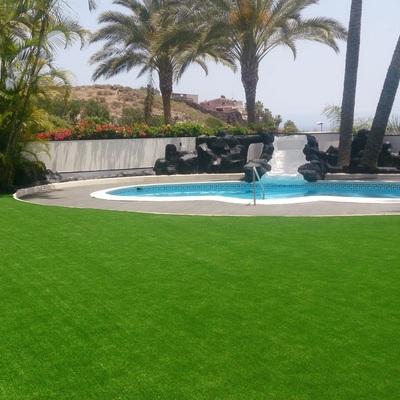 césped artificial en piscinas