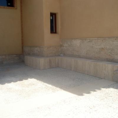Chapado de zocalo y realizacion de banco de piedra valdepeñas