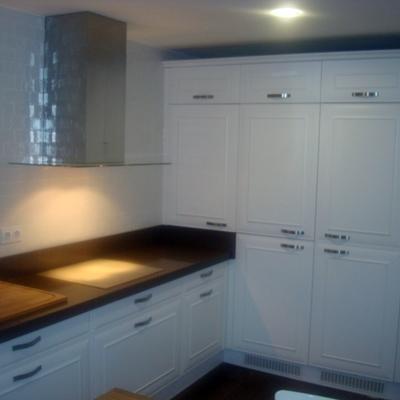 Cocina con puertas lacadas blanco