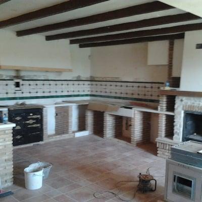 cocina enladrillo viejo y azulejos artesanos.