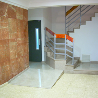 Colocación de ascensor con escalera nueva