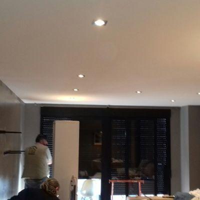 Colocación falso techo, pintura y montaje de halógenos con mando a distancia