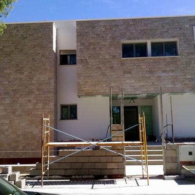Zocalos de piedra para fachadas great fachada laja piedra for Zocalo fachada exterior