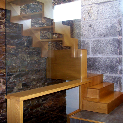 Combinación escaleras y descansillo