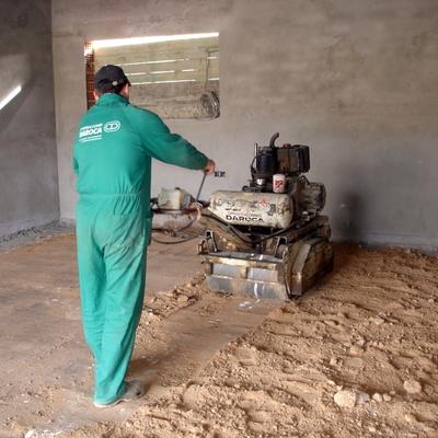 Compactando suelo de garaje