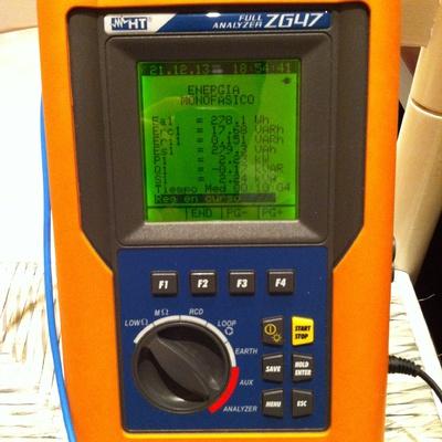 Comprobación instalaciónes eléctricas con verificador homologado por industria