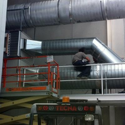 Conducto circular extracción sala limpia industrial