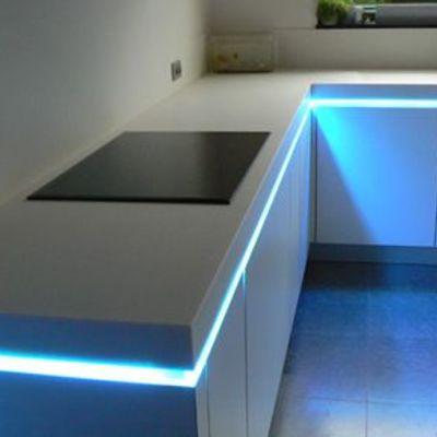 iluminación led bajo cocina