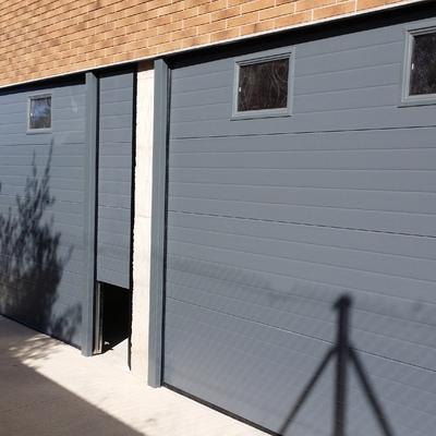 Conjunto de dos puertas seccionales