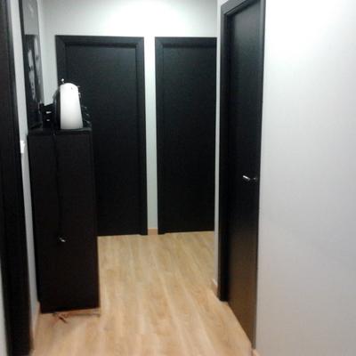 Conjunto de puertas y tarima.