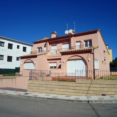 construcción  de 2 casas adosadas