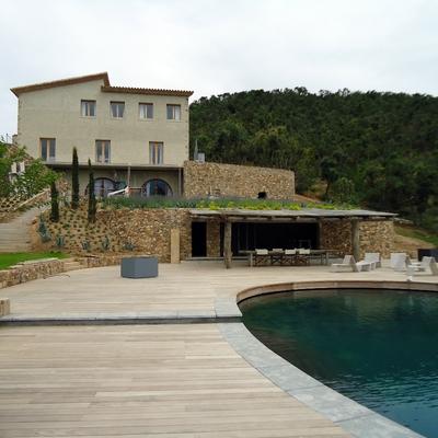 Construcción de piscina y caseta barbacoa