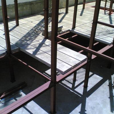 Construcción de tienda de muebles en 3 plantas