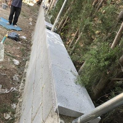 Construcción de vallado de hormigón mas verja