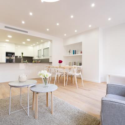 Salón y cocina abierta