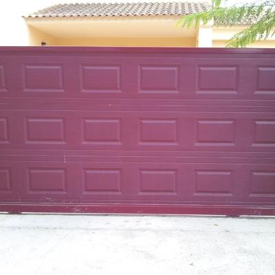 Puerta corredera residencial cuarterones