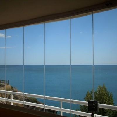 Cortina de vidrio al mar