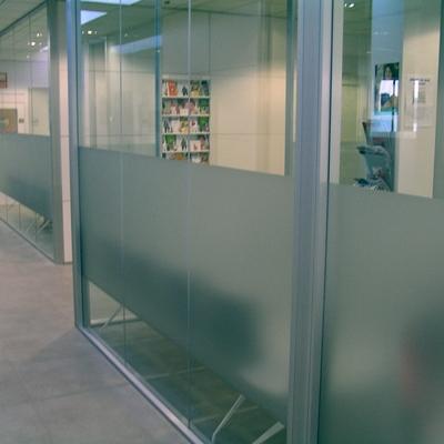 Cristales, escaparates y divisiones oficina