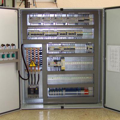 Montaje integral de CGBT entorno industrial.
