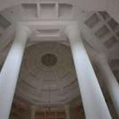 cúpula con casetones y columnas en urb la zagaleta.