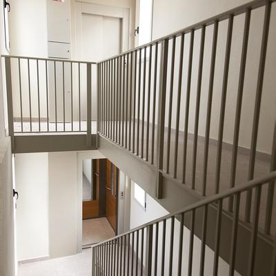 Instalacion de ascensor con demolicion de escaleras