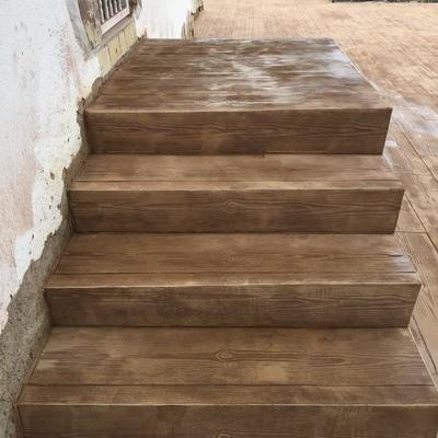 Escaleras imitación madera