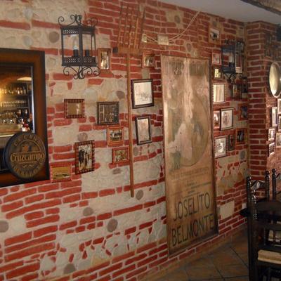 decoracion de restautante con paneles old stones