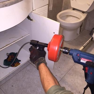 Desatasco en seco de fregaderos y lavamanos