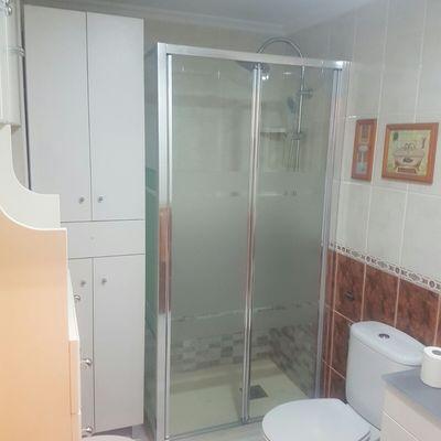 Plato de ducha instalado.