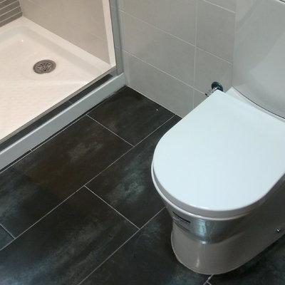 Baño detalle alicatado y pavimento