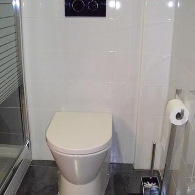 Cisterna empotrada en baño