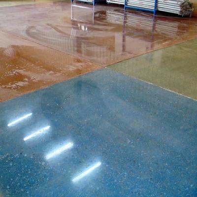Detalle colores en hormigón pulido en seco