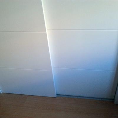 Para nuestra familia instalar puerta corredera empotrada for Instalar puerta corredera