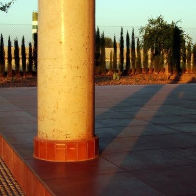 Detalle de pilar de hormigón visto en porche