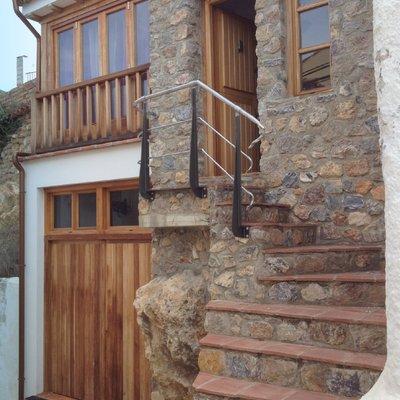 Ideas y fotos de escaleras de estilo r stico para for Escaleras entrada casa