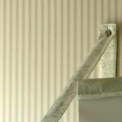 Detalle estantería y papel pared