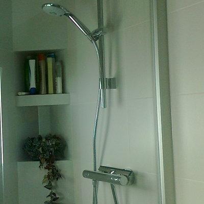 Detalle estantes obra interior ducha