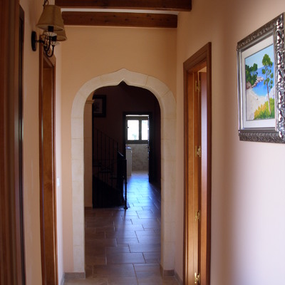 detalle pasillo con arco