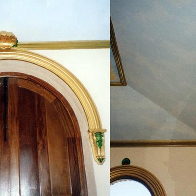 Detalle policromía partes superiores, puertas y ventanas Ermita de Santiago (Santiago de Calatrava, Jaén)